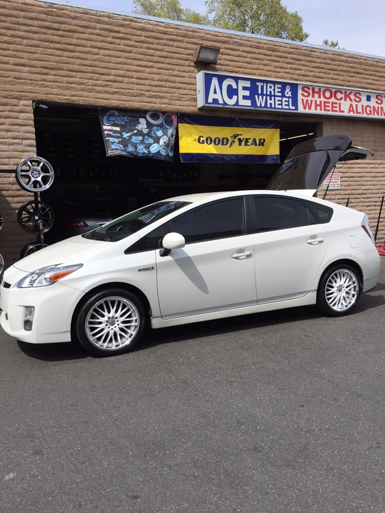 18 Quot Wheels And Tires Toyota Prius White Wheels Yelp