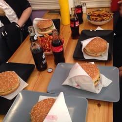 Cheeseburger und hausgemachte Pommes :)