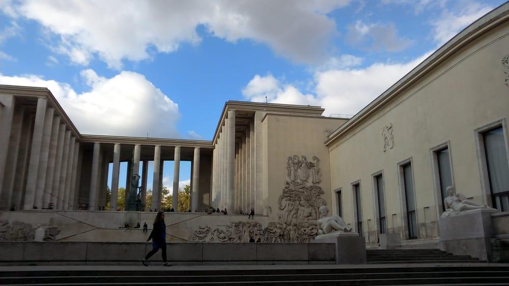 Musée d'Art Moderne de la Ville de Paris - Paris, France. mam côté seine