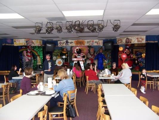 Phenix City (AL) United States  city photos gallery : Showbiz Pizza Zone Phenix City, AL, United States. Huge dining area ...