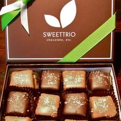 Sweettrio - Grafton, WI, États-Unis. Sea Salt Caramels Dipped in European Chocolate