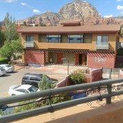 Sedona Rouge Hotel & Spa - Sedona, AZ, États-Unis. The spa building nearby.