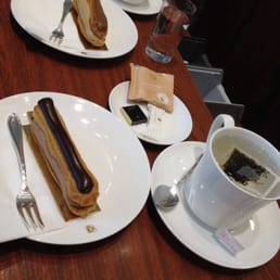 Chocolate and mocha eclairs, cafe creme and black tea. Great black tea, try it :) huge cups
