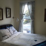 Bridge Street Inn - Cambria, CA, États-Unis. Room 2 with a full bed and lots of natural light!
