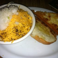 Mike's Chili Parlor - Seattle, WA, États-Unis. The chili bowl with pasta, cheese, and onion looked great.... then I started eating it.