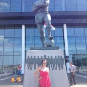 BOBBY MOORE STATUE !