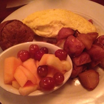 ... bacon omelette with fried potatoes , fruit & a banana walnut muffin $