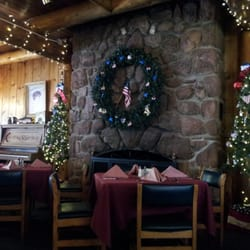 Mucky Duck Restaurant & Catering - Christmastime in August? Yes, please. - Green Mountain Falls, CO, Vereinigte Staaten