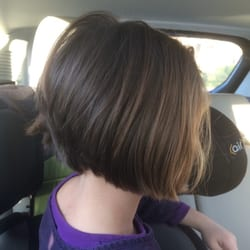 Snip-Its Haircuts For Kids - Chestnut Hill, MA, États-Unis. Daughter's hair cut.