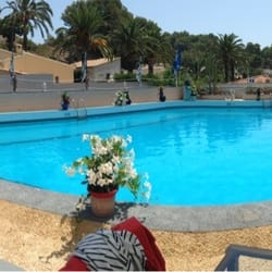 Blik op het zwembad