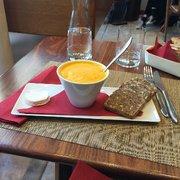Bread and Roses - Paris, France. Soupe de potiron avec chèvre !