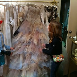 Eden - The new back room with vintage bridal gowns and accessories. Even some mother of the bride dresses. - Portland, OR, Vereinigte Staaten