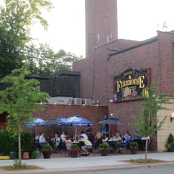 Firehouse Grill - Busy outdoor dining on this pleasant evening. - Evanston, IL, Vereinigte Staaten