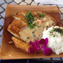 Barefoot Beach Cafe - Calamari steak with a side scoop of rice. - Honolulu, HI, Vereinigte Staaten