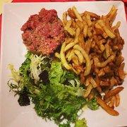 Café 203 - Lyon, France. Tartare de boeuf avec frites
