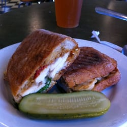 Model Bakery - Chicken, pesto, and sun-dried tomato panini - Saint Helena, CA, Vereinigte Staaten