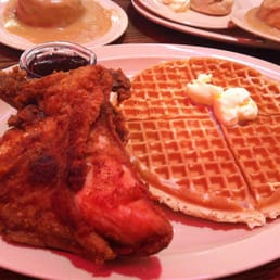 Roscoe's House of Chicken & Waffles - Los Angeles, CA, États-Unis. waffle and chicken breast