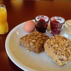 Tolles Frühstück jeden Tag bis 12:00. 8€…