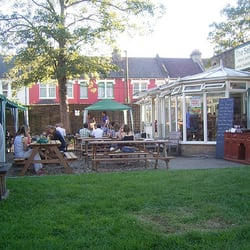Beer garden at The Selkirk, Tooting Broadway, 2007