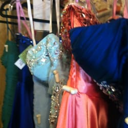 Finders Keepers II - Spokane, WA, États-Unis. They have a great selection of dresses!
