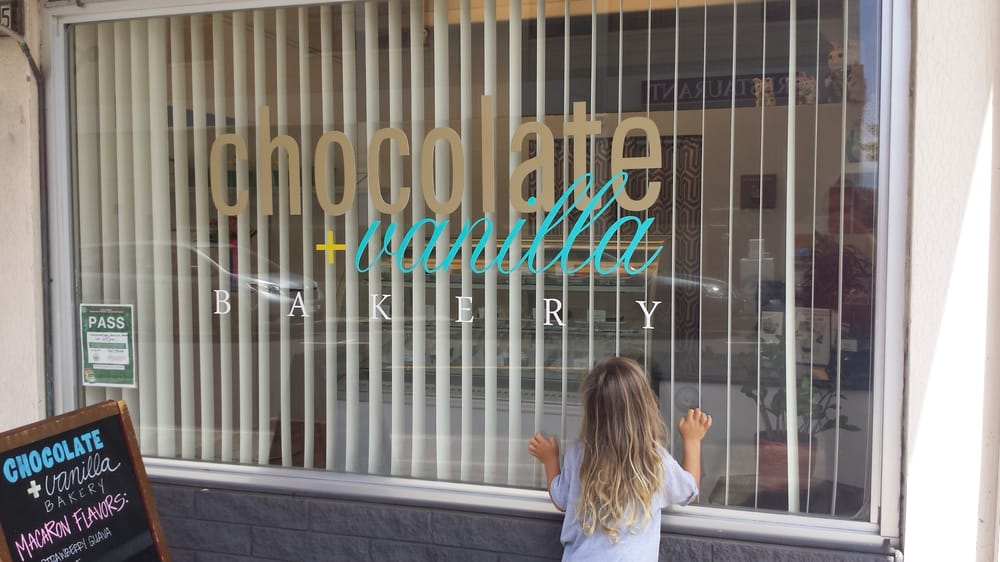 チョコレート&バニラ ベーカリーChocolate + Vanilla Bakery - Honolulu, HI, United States. kiddo could not wait to try!!!!