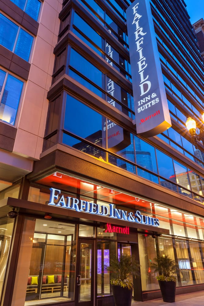 Fairfield inn suites chicago downtown river north 32 for Suites in chicago