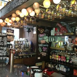 Betty's Bar - Lyon, France. Un endroit chaleureux !!