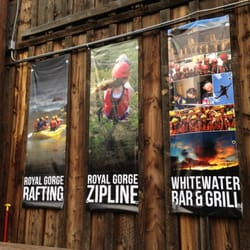 Whitewater Bar and Grill - Banners outside. - Cañon City, CO, Vereinigte Staaten