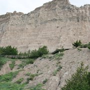 Badlands National Park - Cliff Shelf Trail is a  1/2-mile loop trail which follows a boardwalk and climbs stairs to a view of the White River Valley. - Interior, SD, Vereinigte Staaten