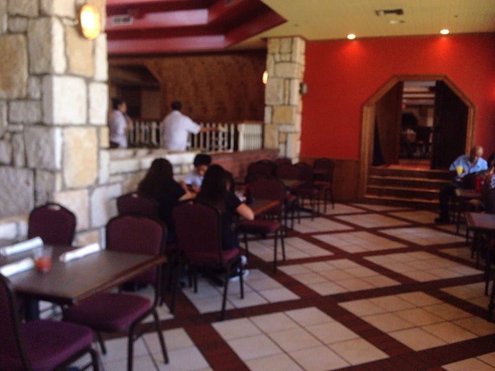 Waited an hour to be seated in a 3/4 empty restaurant | Yelp