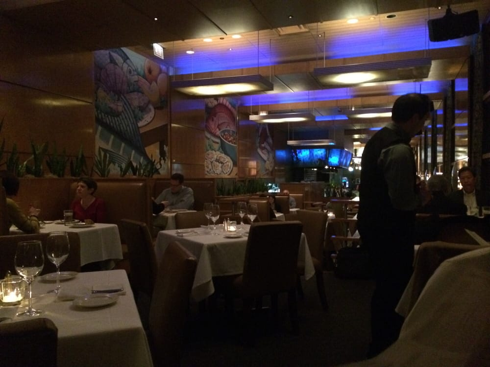 Catch 35 seafood restaurants the loop chicago il for Fish restaurant chicago