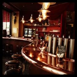 Le bar est tres beau