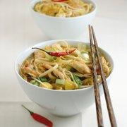 Villa Toussaint - Angers, France. Rubrique Restaurants wok asie asiatique cuisine chinoise japonaise illustration continents baguettes nouilles bols piments
