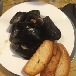At Home - Food and Bar - Roma, Agrigento, Italie. Dinner- Impepata di cozze