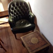Des tables et chaises sympas