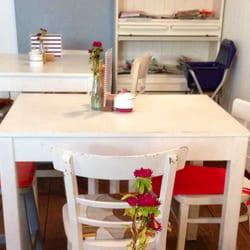 Typischer Tisch im Innenbereicj