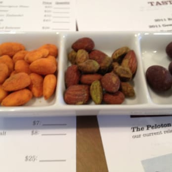 Clif Family Winery at Velo Vino - Pairing with nuts, really good - St. Helena, CA, Vereinigte Staaten