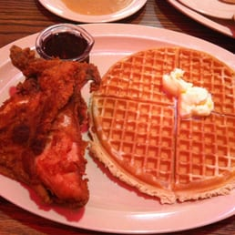 Roscoe's House of Chicken & Waffles - Los Angeles, CA, États-Unis. chicken breast & waffle
