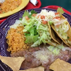 Mis Burritos - North Hollywood, CA, États-Unis. Shredded beef tacos with a side salad beans and rice good