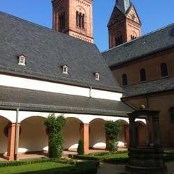 Ehemalige Benediktinerabtei und Klostergarten Seligenstadt, Seligenstadt, Hessen, Germany