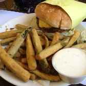 Harry's Cafe - Zucchini fries with a cheeseburger - Perris, CA, Vereinigte Staaten