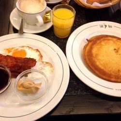 caf paris das amerikanische fr hst ck pancake spiegelei bacon erdnussbutter ahornsirup. Black Bedroom Furniture Sets. Home Design Ideas