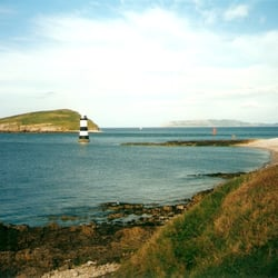 Puffin Island, Lighthouse, dahinter der…