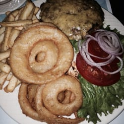 Hilton Garden Inn - Cheese burger and onion rings and fries! Hotel room service. Not so bad. - Gilroy, CA, Vereinigte Staaten