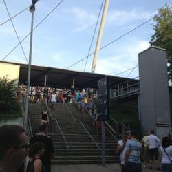 Aufgang zur Westtribüne in der HDI-Arena…