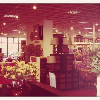 Pier 1 imports home decor norwood cincinnati oh for Home decor imports