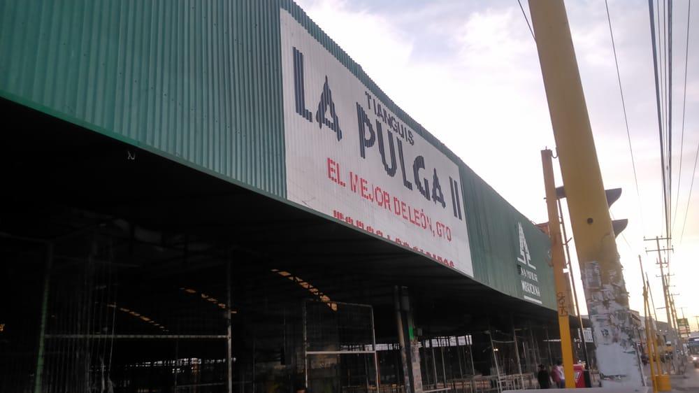 Tianguis la Pulga - León, Guanajuato, México. entrada principal.