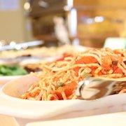 Spaghettisalat am Salatbuffet