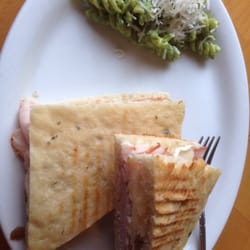 Susanne's Bakery & Delicatessen - Turkey panini with apple slices and brie, side of pesto pasta salad! - Gig Harbor, WA, Vereinigte Staaten