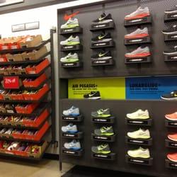 nike discount store